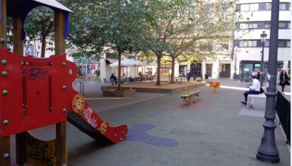 Comencen les obres de remodelació i amplició de la zona de jocs infantils del parc ubicat al carrer Vinatea, a Ciutat Vella