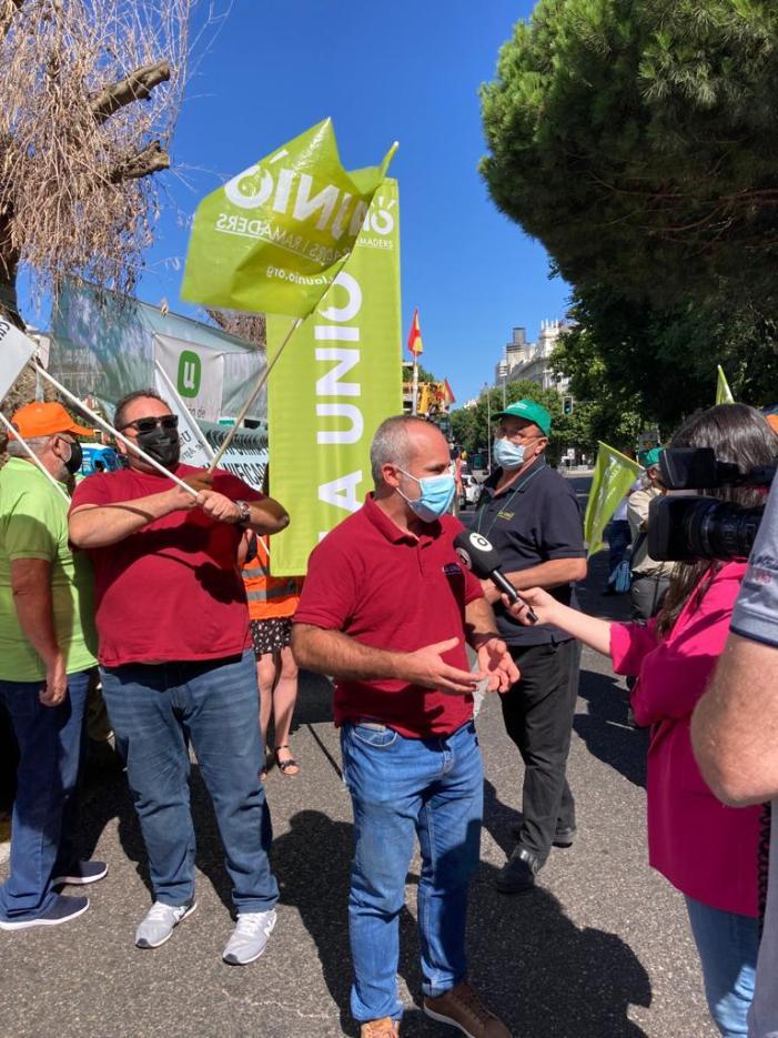 Llauradors de LA UNIÓ s'han concentrat hui a Madrid davant el Ministeri d'Agricultura per a reclamar un futur digne per al camp valencià