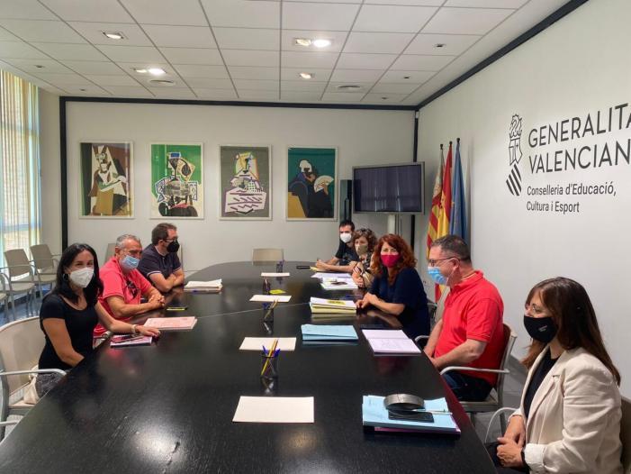 Escola Valenciana presenta a Conselleria un informe amb els 61 IES que no garanteixen la continuïtat en l'aplicació del PEPLI de Primària a Secundària