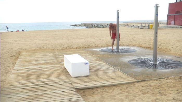 València obri el procés per a renovar el contracte de manteniment de les dutxes i passarel·les de les platges