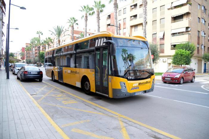 Nova parada al carrer Sant Antoni de l'autobús metropolità que uneix Paiporta amb Albal