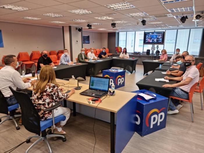 Mompó presideix el primer comité de direcció que persegueix «donar alternatives a la mala gestió dels governs de coalició d'esquerra»