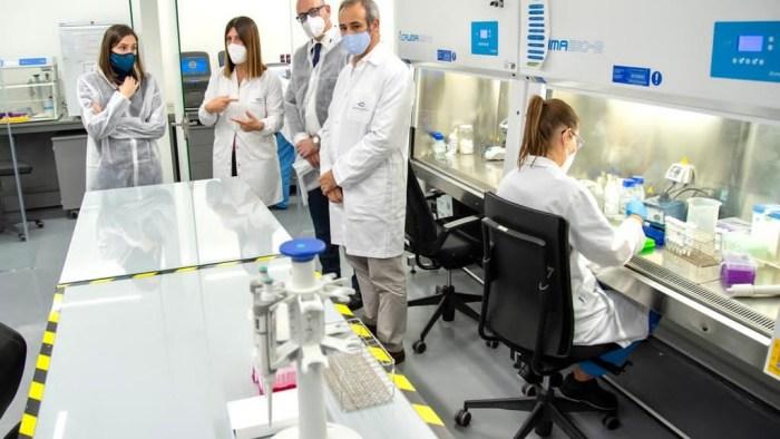 La presència de coronavirus en aigües residuals a València consolida la tendència a la baixa, amb un 75% menys en una setmana