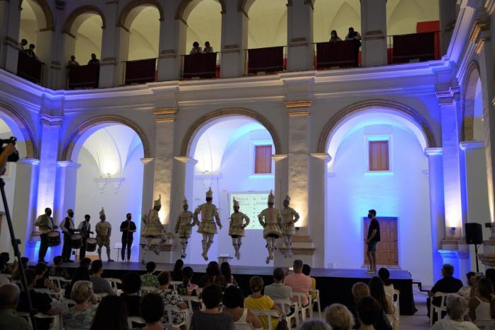 Les festes de la Mare de Déu de la Salut  d'Algemesí s'inicien amb una mostra dels balls tradicionals de la mà de l'Escola Musical de Tabal i Dolçaina