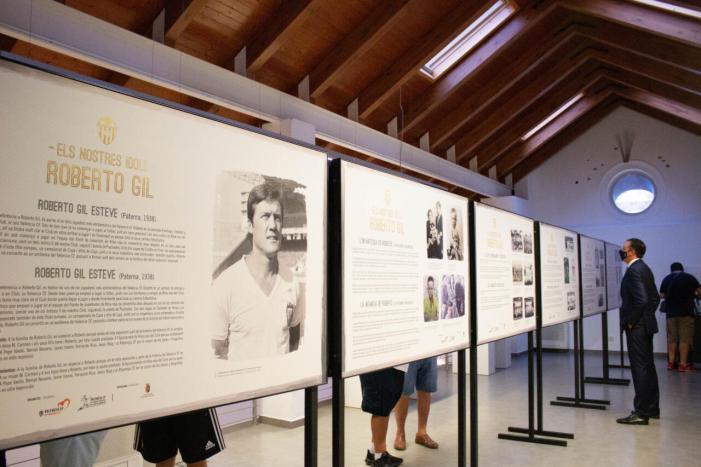 """Alfafar inaugura l'exposició """"Els nostres ídols. Roberto Gil"""" de la Fundació VCF"""