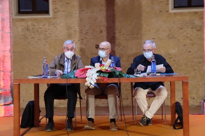 """El poeta local Pep Ferrer presenta al Castell d'Alaquàs el seu nou poemari """"Poemes de l'Absurd"""""""