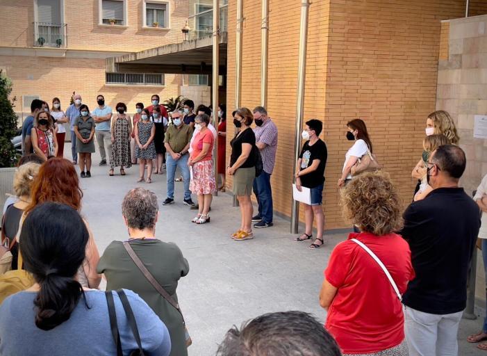 L'Ajuntament d'Alboraia duu a terme un minut de silenci en condemna per un nou assassinat per violència de gènere a Alacant