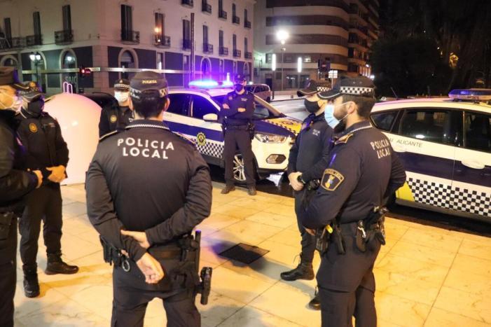 La Policia Nacional va imposar 1.066 sancions a l'agost per l'organització de festes il·legals o botellons en la C. Valenciana