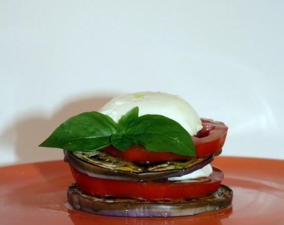 Torretta di melanzana,pomodoro e mozzarella