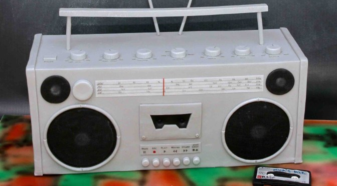 "<span class=""entry-title-primary"">Back to the 80s</span> <span class=""entry-subtitle"">Eine Ghettoblaster Torte</span>"