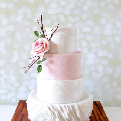 Hochzeitstorte Weiß Rosa