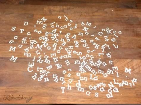 Buchstaben aus Blütenpaste