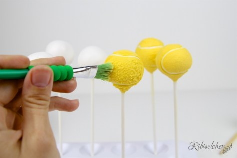 Tennis Cake Pops Tutorial