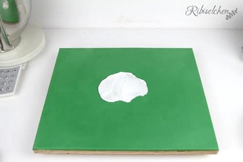 Tortenplatte mit grünem Fondant
