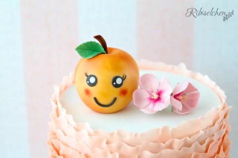 Pfirsichblüten aus Zucker auf Torte