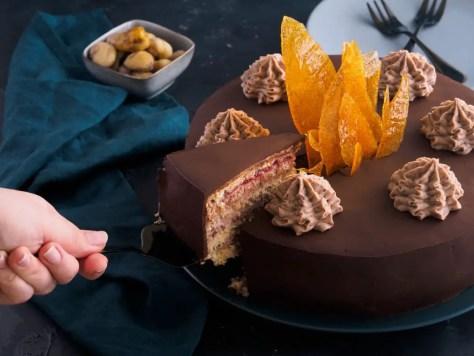 Rezept für eine leckere Maronitorte mit Karamelldeko! Das ideale Dessert für Weihnachten!