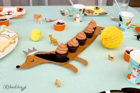 Hundehäufchen Cupcakes bei der Hundeparty