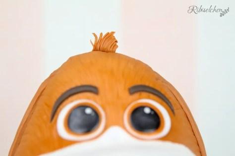 Haarbüschel aus Fondant auf der Torte