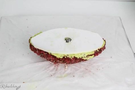Tortenplatte auf Rice Krispies Masse