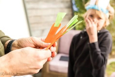 Gebastelte Karotten aus Buntpapier
