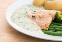 Tranci di salmone in salsa