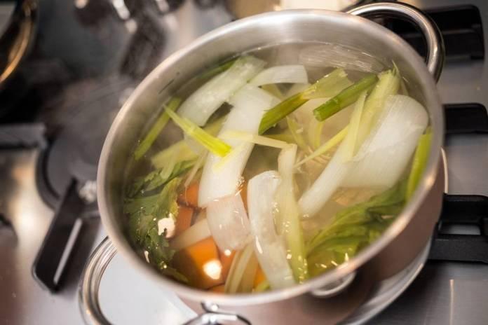 Preparare il brodo vegetale