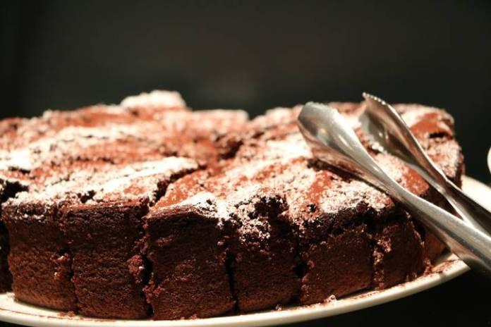 torta all'acqua con cioccolato e succo di arancia