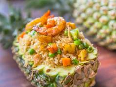 risotto verdure e gamberi in ananas