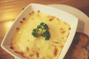 Coppette di patate al brie