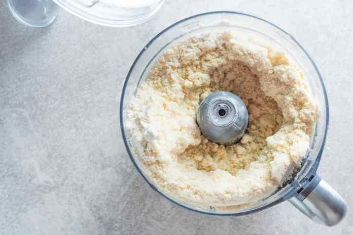 Burro e farina in briciole