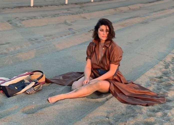 Elisa Isoardi spiaggia