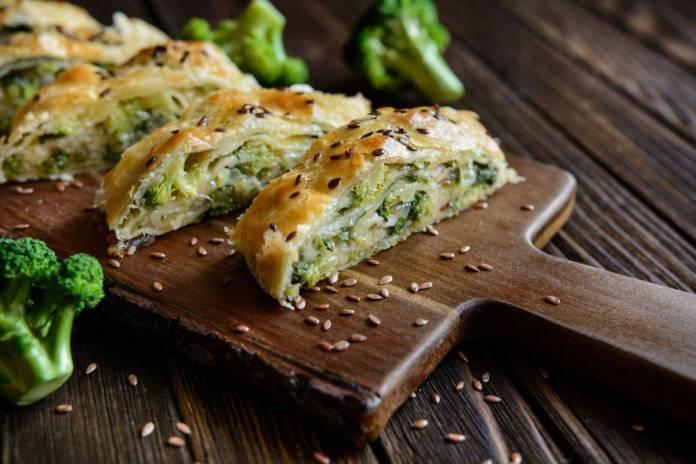 Ripieno di pasta sfoglia con broccoli e mozzarella
