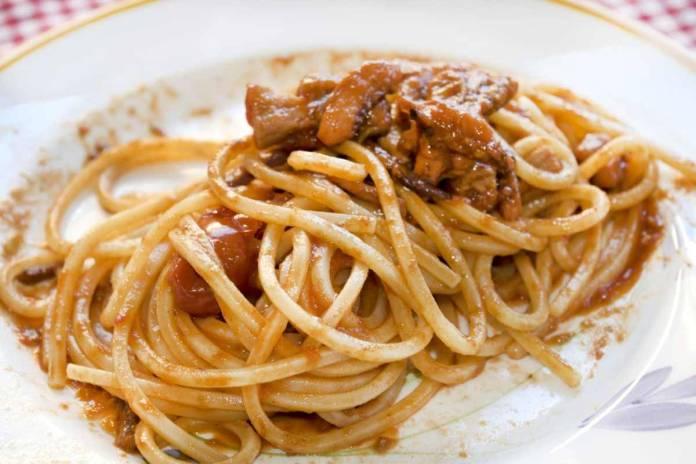 Spaghetti con moscardini e pomodorini