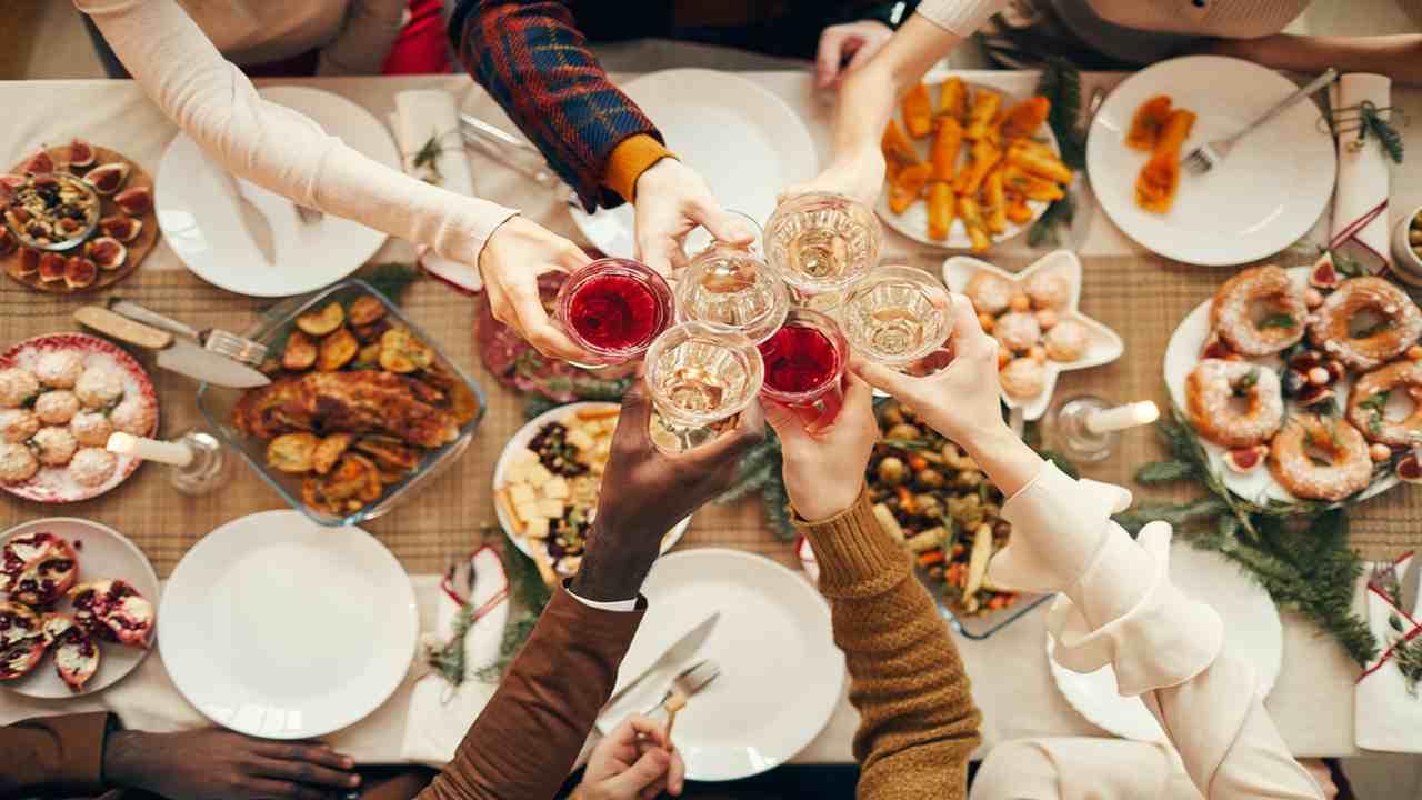 La tradizione vuole che, soprattutto nei giorni di festa, si mangi pesce e si sa che il pesce, soprattutto in questo periodo, costa sempre di più, con buona pace del nostro portafogli. Menu Di Natale Primi Piatti Di Pesce Perfetti Per La Viglia