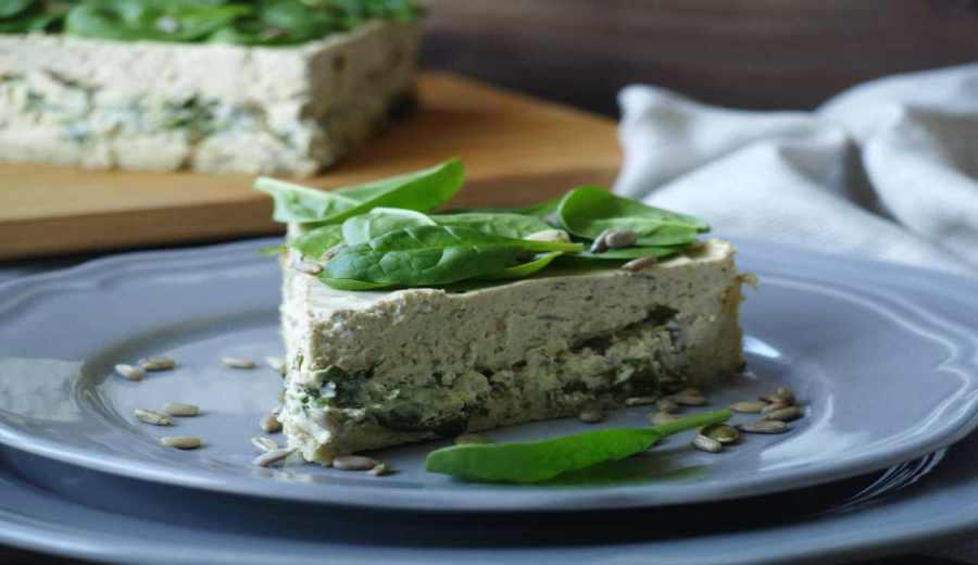 Cheesecake salata di ricotta con spinaci pinoli
