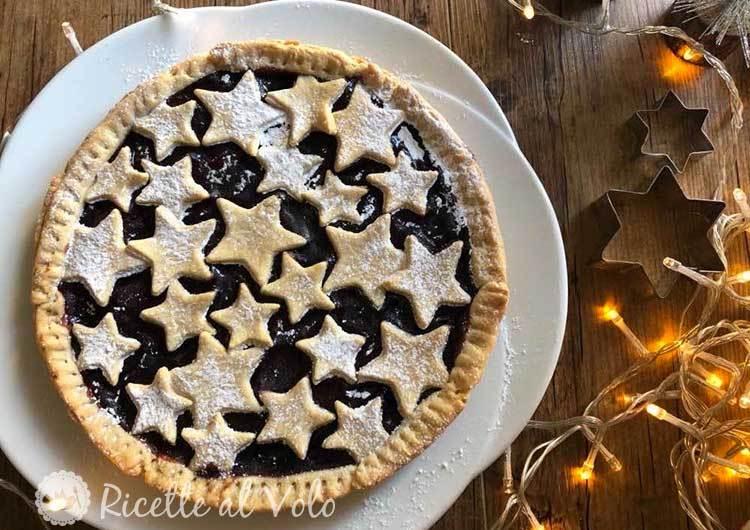 Crostata natalizia con stelle e marmellata