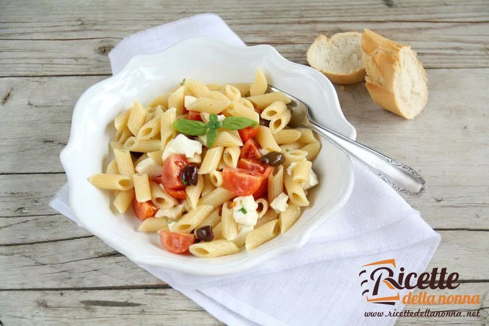 Penne fredde pomodoro mozzarella e olive nere  Ricette