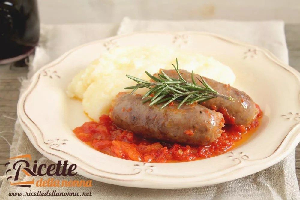 Polenta con sugo e salsicce  Ricette della Nonna