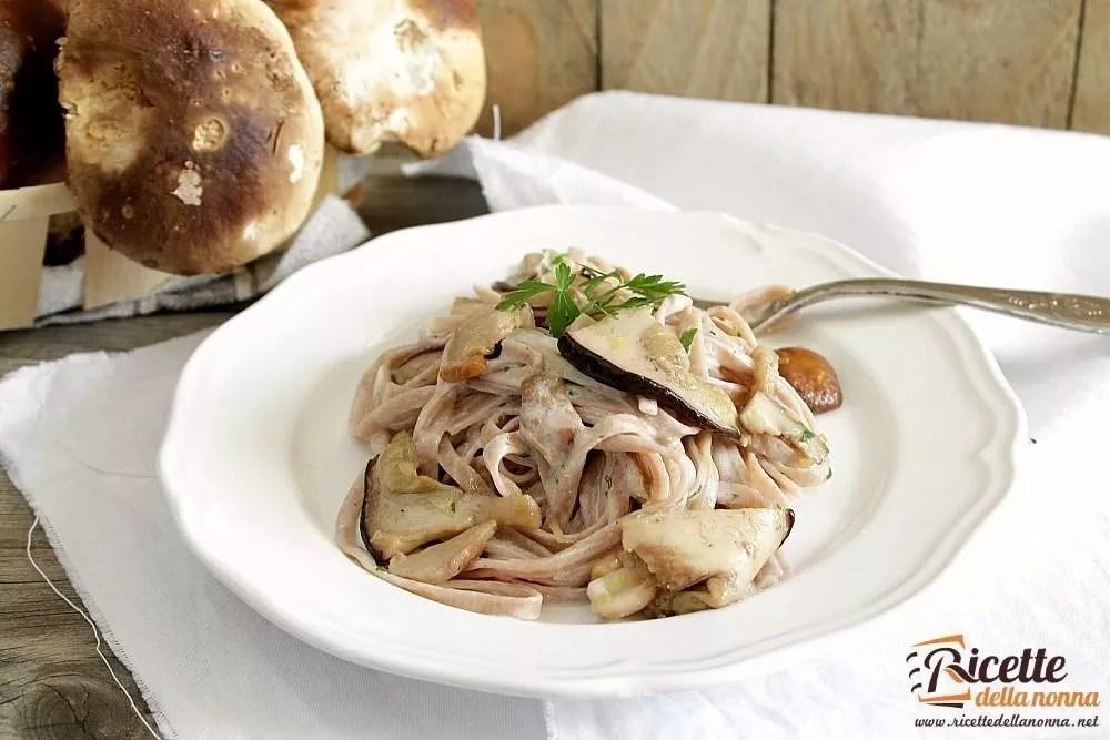 Tagliatelle di castagne ai funghi porcini  Ricette della