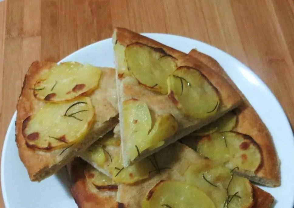 Focaccia con patate e rosmarino  Ricette della Nonna