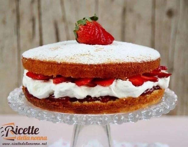 Torta soffice con panna e fragole  Ricette della Nonna