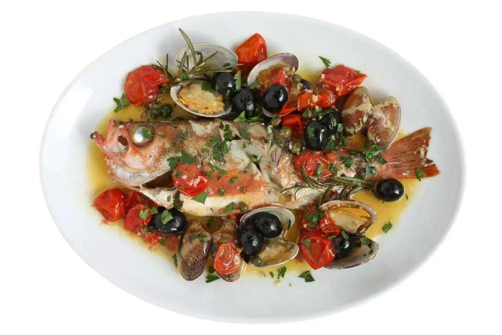 Pesce allacqua pazza ricetta tipica della cucina napoletana