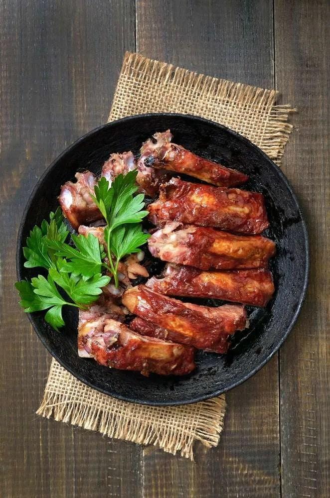 Costine di maiale in padella un secondo piatto semplice e saporito