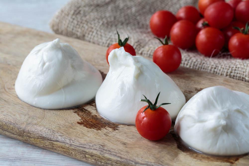 Burrata pugliese prodotti tipici pugliesi