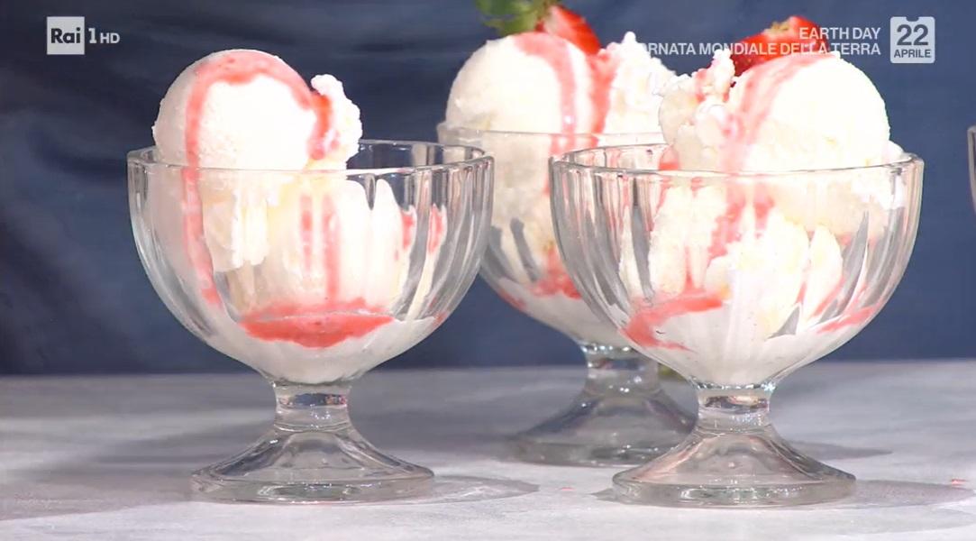 gelato allo yogurt con salsa alle fragole di Massimiliano Scotti