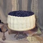 Torta con glassa allo yogurt e mirtilli | Blueberry cardamom cake with Greek yogurt frosting