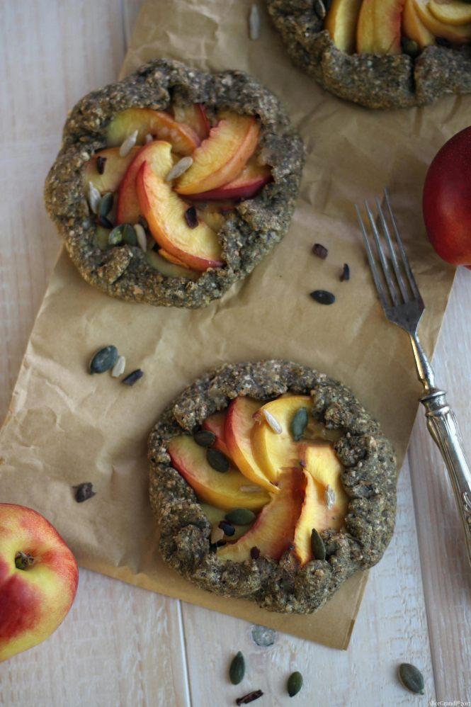 crostata-galette-pesche-vegan-rustic-peach-tart