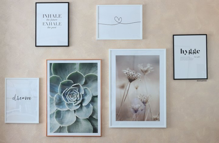 decorare-casa-in-modo-sostenibile-parete-quadri