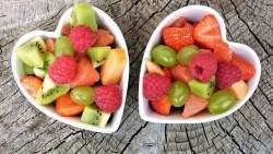 Pesche e frutti di bosco allo sciroppo di menta