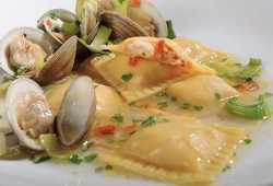 Ravioloni di mare con salsa alle vongole